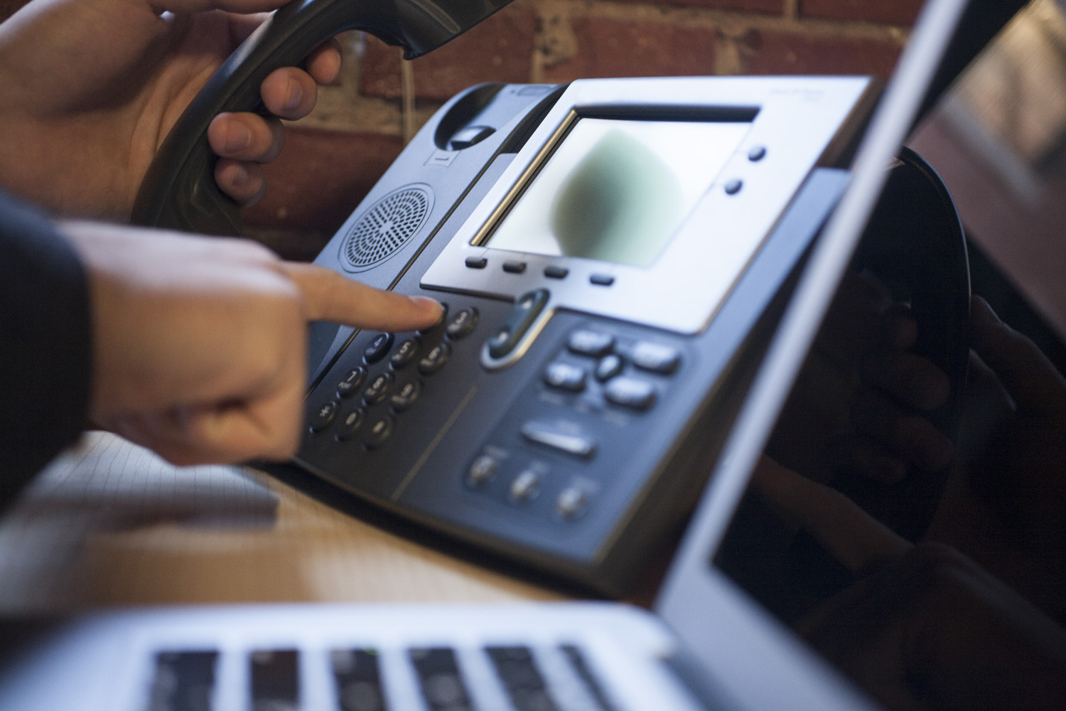 Reasons To Avail VoIP Phone Systems In The Business Sector