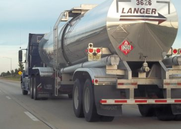 Keep Clear of Big Lorries Whilst Driving, Says Texas Accident Lawyer