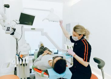 How To Safely Maintain Your Dental Implants?
