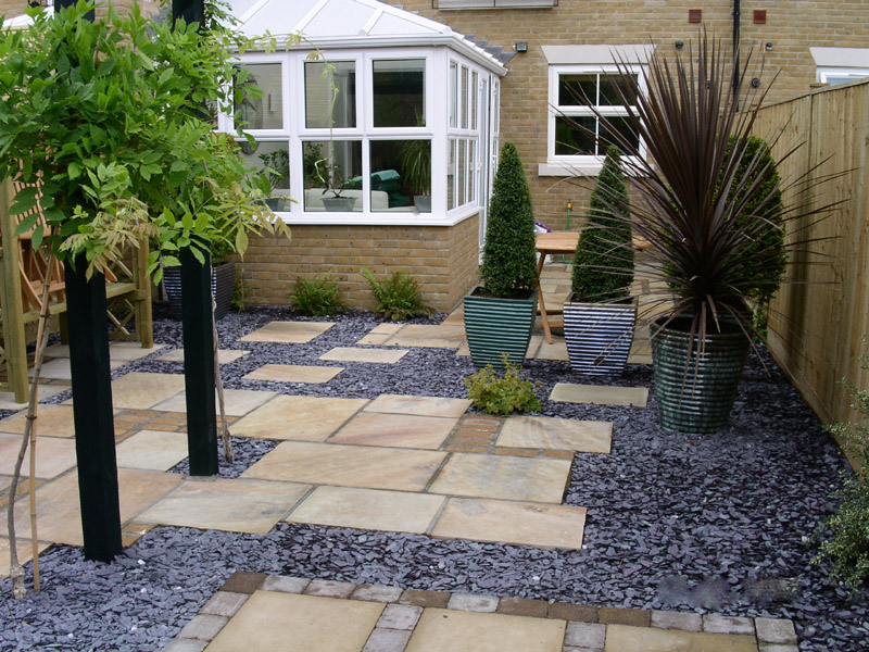 Make Your House Look Modern And Elegant With Sandstone Paving Solutions