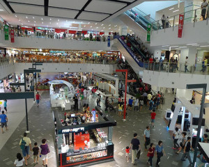 shopping-malls-crowd-stores-photo